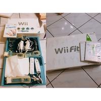 Wii完整主機+手把+Wii sport pack+Wii fit 平衡板+Wii fit 光碟+燒錄遊戲光碟 (二手)