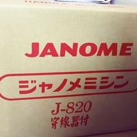 ★黑貓縫紉屋★車樂美Janome縫紉機J-820,全新公司貨,可加購台灣製15/32種壓腳組合哦。