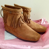 Minnetonka莫卡辛流蘇短靴
