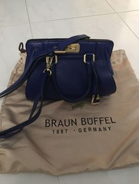 Braun buffel sling bag