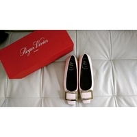 ROGER VIVIER Belle Vivier 漆皮 低跟鞋 粉色 25mm