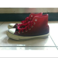 Converse紅色漸層鞋