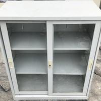 二手三層玻璃拉門鐵櫃106.5x90x45