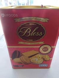 ขนมปี๊บ ขนมปังกรอบสอดไส้รวมรส VFoods  blessขนาด 650 กรัม