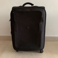 Lightweight expandable black suitcase (Delsey)