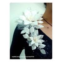 《Mei`s 花手札》浪漫獨特•新娘飾品/新娘頭花/新娘肩花•白色亞馬遜百合•手工製作•獨家設計•日本布料