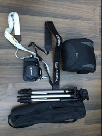 Canon 600D with 18-65mm kit len, camera bag, Lenspen and tripod