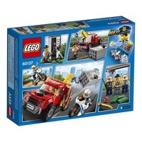 CITY LEGO City Police Tow Truck Trouble 60137 Building Kit