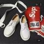 白色馬丁鞋