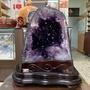 頂級巴西🇧🇷紫水晶洞 ESP✨24.9kg❤️鱷魚骨幹晶洞🐊異象晶洞共生二色瑪瑙邊✅共生稀有礦鈦晶✨招財✔️避邪