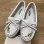 MINNETONKA X MOKO 限量款羽毛串珠白色鹿皮莫卡辛豆豆鞋