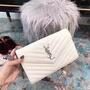 聖羅蘭 Ysl女生包包  斜背包白色 V紋牛皮包包 Ysl單肩斜挎包 側背包 Ysl鏈條包 時尚氣質 女生精品包包 免運