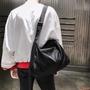 肩背包側背包單肩包側背包男生側背包郵差包學生日系運動旅行挎包男簡約輕便斜跨包大容量純色單肩包女學生斜挎包