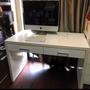 二手白色電腦桌。辦公桌