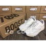 Yeezy 700 Boost Runner 米白