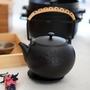 大古鐵器 TAKU 鳥語花香系列 油桐花鑄鐵壺(1.4L)