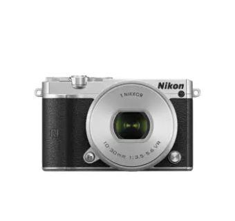 Nikon J5 lens 10-30mm. + Micro SD 8GB class 10