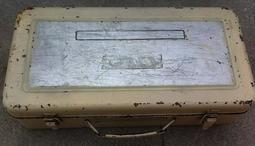 復古鐵制工具箱