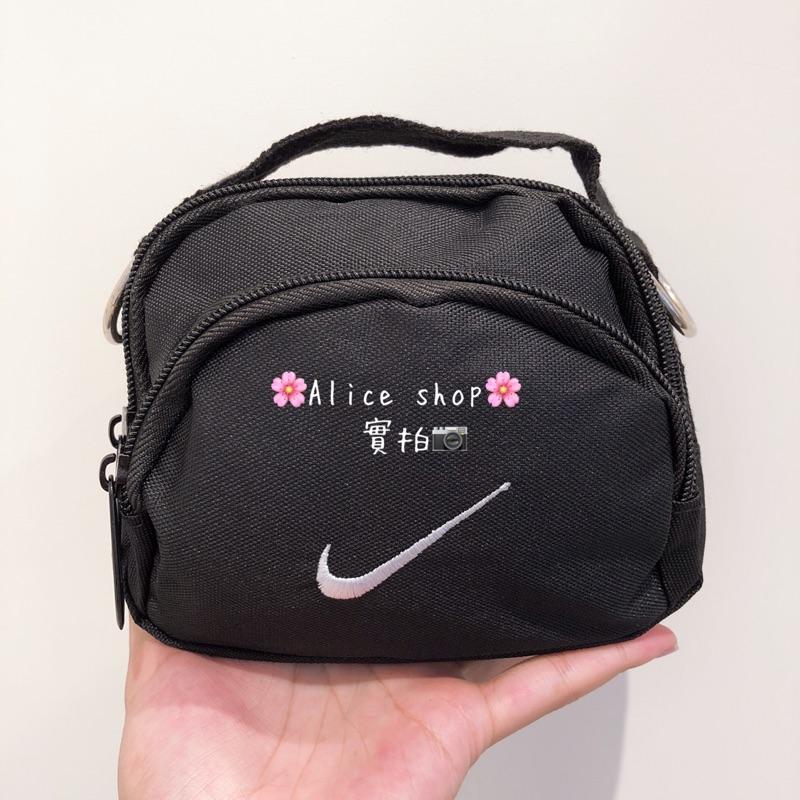 7ae42f630f 現貨🆕NIKE Swoosh Mini Bag 惡搞NIKE 斜跨包相機包小包單肩