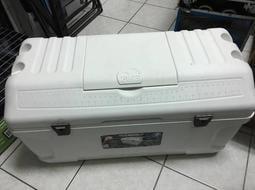 百貨殿~IGLOO 165QT 156公升釣魚冰箱 保冰箱桶 船釣 露營 擺攤專用