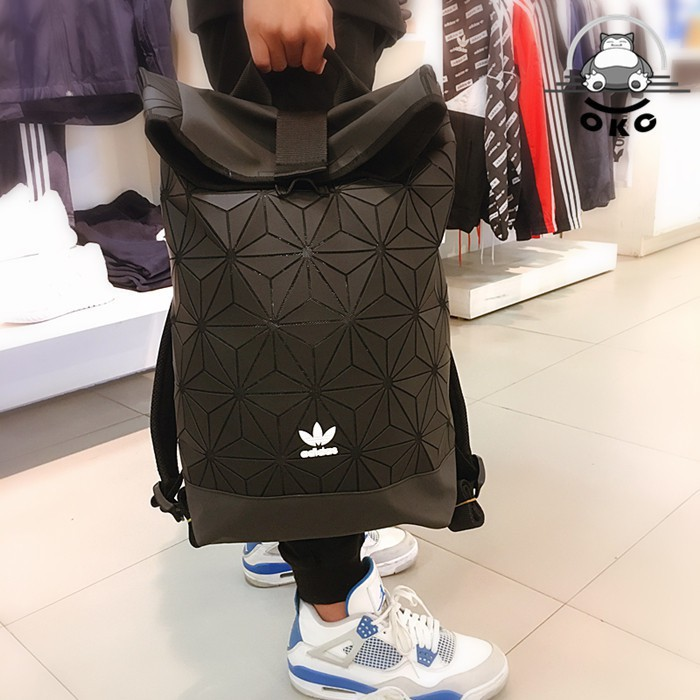 6caae2fefb6d Adidas 愛迪達三葉草菱形背包Originals Urban Backpack最新三宅一生聯名韓版潮包